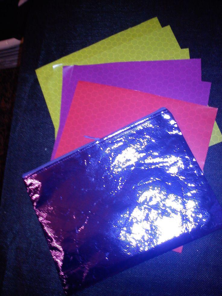for free a little map (for a snailmail perhaps) - gratis bij drie producten een mapje (voor een snailmail misschien)(papier uit een tijdschrift verzameld door mijn moeder ! thanx mam! ;-))