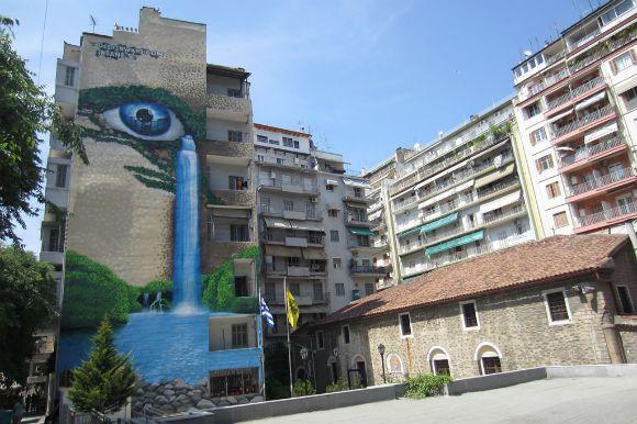Colorful Thessaloniki - Oι Design Wars είναι μια ομάδα νέων δημιουργών από τον χώρο του design και της τέχνης οι οποίοι δημιούργησαν την ομώνυμη ιντερνετική πλατφόρμα που περιλαμβάνει τα πάντα (ειδήσεις, εικόνες, βιογραφικά) γύρω από τους τομείς του graffiti, της street art, του design και του σχεδίου σε παγκόσμιο επίπεδο.