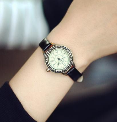 JUST RELEASED! Satisfaction Guaranteed This item is NOT available in stores. Gender: Women Style: Antique Case Material: Alloy Clasp Type: Buckle Water Resistance Depth: No waterproof Dial Window Mate