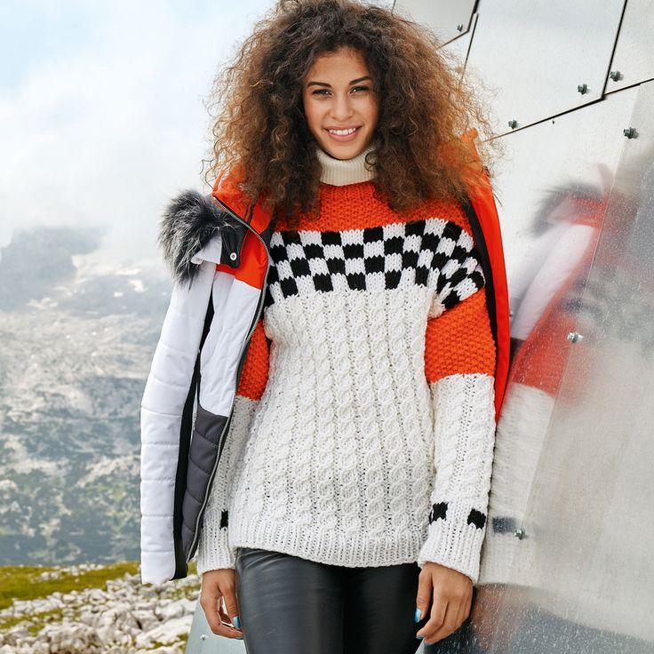 Рельефный свитер с «шахматной» кокеткой