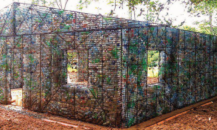 Crédit photo : Plastic Bottle Village