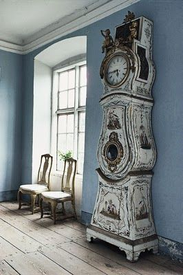 fourteen years ago i passed up a chance to buy a clock like this, but in pristine condition. le sigh.