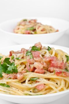Reteta originala de paste a la carbonara. Spaghetti alla cabonara.Cum se fac pastele a la carbonara. Paste cu parmezan si smantana.
