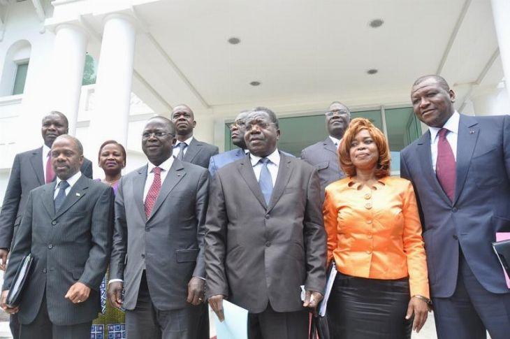 Le premier round 2014 du dialogue entre le pouvoir Ivoirien et son opposition a eu lieu hier soir. Les discussions ont porté sur les questions électorales pour des élections apaisées en 2015. Avant l'ouverture des débats, le premier ministre Jeannot Ahoussou a invité les partis