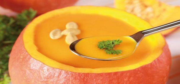 Zuppa cremosa di zucca, zenzero e latte di cocco Protagonista indiscussa della stagione autunnale, la zucca è un alimento completo e ricco. Esistono in natura molte tipologie di zucca, tutte particolarmente benefiche per il nostro organismo, essendo queste antiossidanti, antitumorali e ricche di beta-carotene. In particolare, la zucca hokkaido è una zucca dal sapore dolce […]