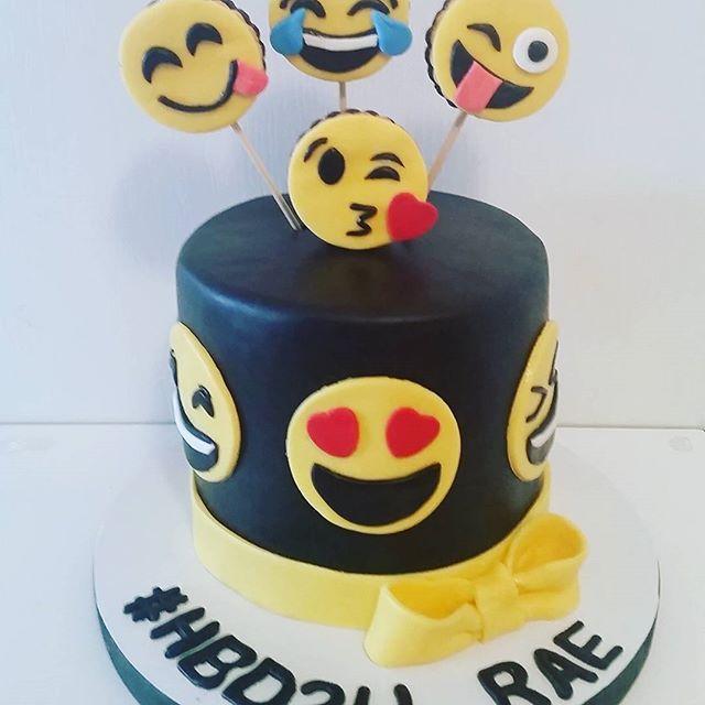 Emoji Cake -#kidscakes #cakesofinstagram #cakegram #instacake #cakestagram #bramptoncakes #brampton #gta #mississauga #sweetboucakes #emojicake #emoji #hbd2u #marshmallowfondant #yellowandblack #tdot @sweetboucakes