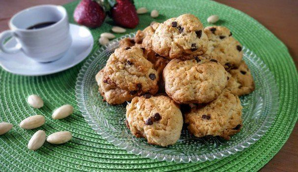 Amaretti al vermouth | cookies with almonds and vermouth