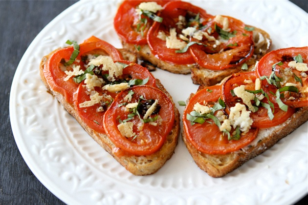 Open-Faced Roasted Tomato & Goat Cheese Sandwiches: Goats Cheese Sandwiches, Goats Chee Sandwiches, Roasted Tomatoes, Balsamic Syrup, Food, Sandwiches Recipes, Tasti Kitchens, Sandwich Recipes, Goat Cheese Sandwiches
