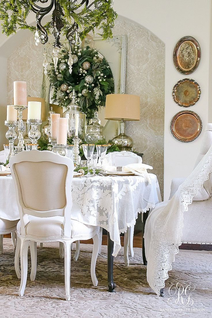 Christmas table decorations gold - Christmas Dining Room Elegant White And Gold With Evergreens