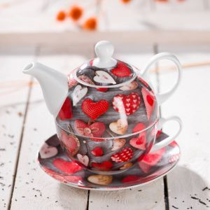 Valentine's kettle.  #dekoria, #love #couple #valentines2017 #gift #bedroom #walentynki #prezent #tea #kettle #teatime #valentines #yummy #withlove