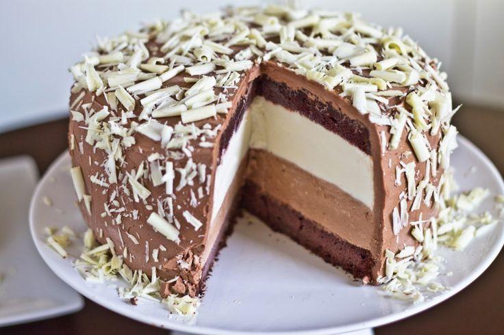 Tuxedo CheesecakeWhite Chocolates, Food, Yummy, Tuxedos Cheesecake, Chocolates Cake Recipe, Fudge Cake, Buttercream Frostings, Birthday Cake, Chocolates Buttercream