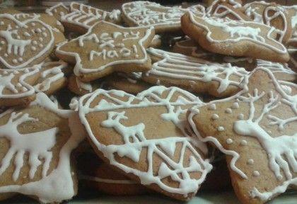 Karácsonyi rögtön puha mézeskalács recept képpel. Hozzávalók és az elkészítés részletes leírása. A karácsonyi rögtön puha mézeskalács elkészítési ideje: 40 perc