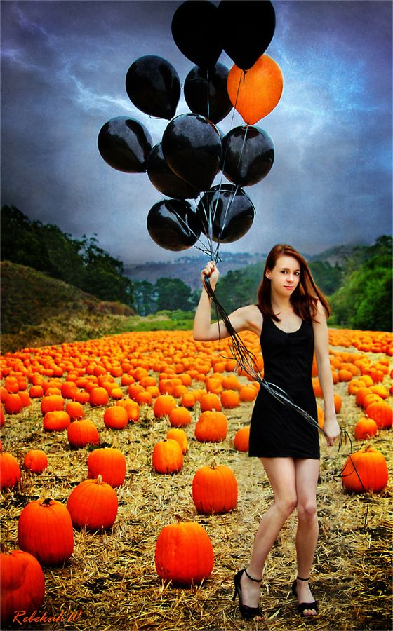 Would be kinda awesome for a Fall/Halloween Senior Session... Reinchenberger's pumpkin patch anyone?