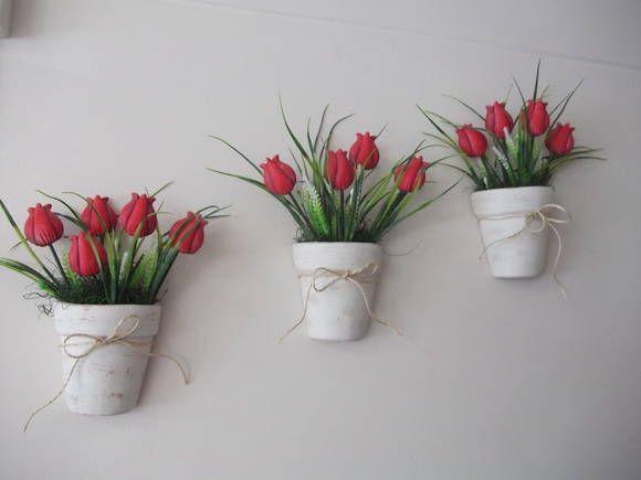 """Vaso em cerâmica pintado em pátina, e flores em porcelana fria.  OBS: O cliente poderá escolher outra de cor apenas das flores.                          """"PREÇO DE CADA VASO: R$ 45,00"""" R$ 45,00"""