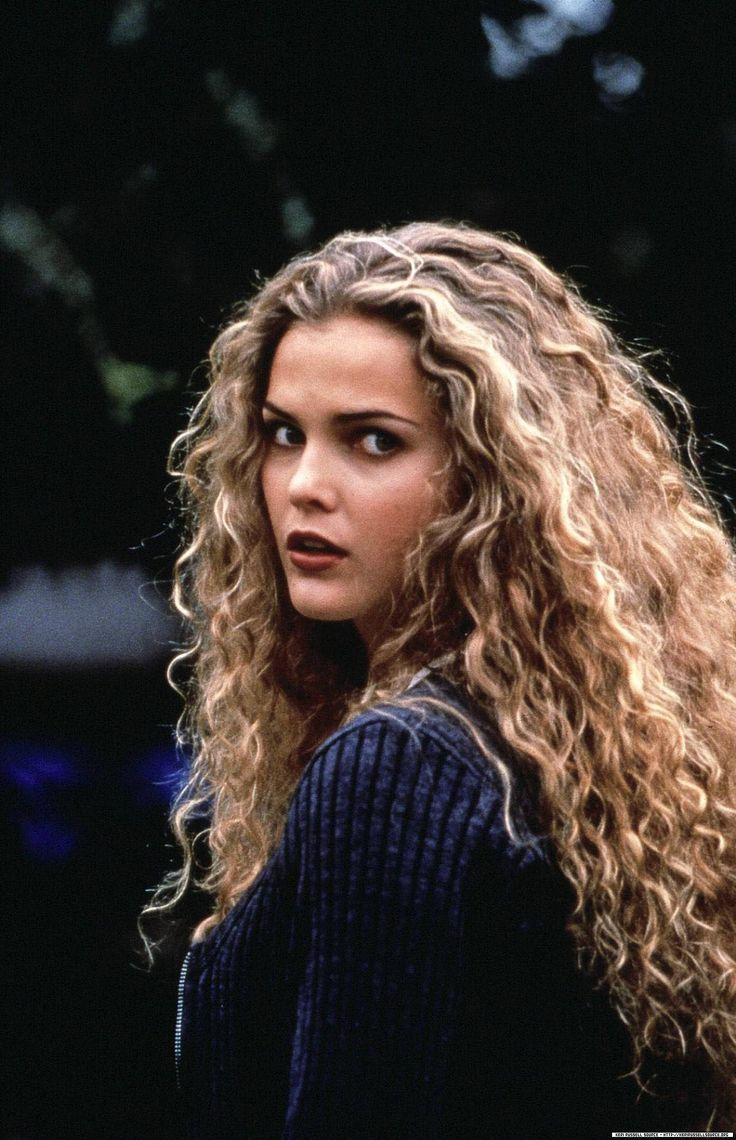 Young Keri Russell (1200×1859) #hair #curls