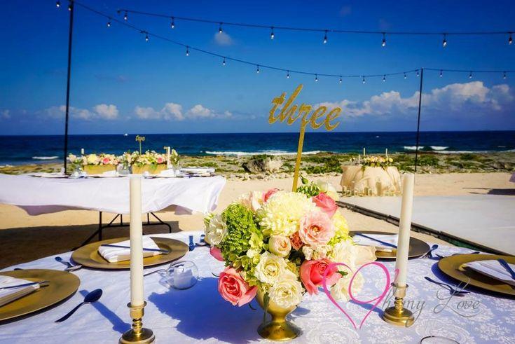 CBC441 wedding Riviera Maya gold vase with pink , white and green flowers/ centro de mesa dorado con flores rosas blancas y verdes