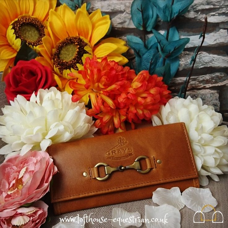 Brighten up your day with this gorgeous tan leather purse from Grays Equestrian. Made from buffalo leather it is sure to be a durable, hard wearing purse suitable for all occasions! Bring out the #country girl in you! #LoftyEquestrian #grayscountrygifts #graysequestrian