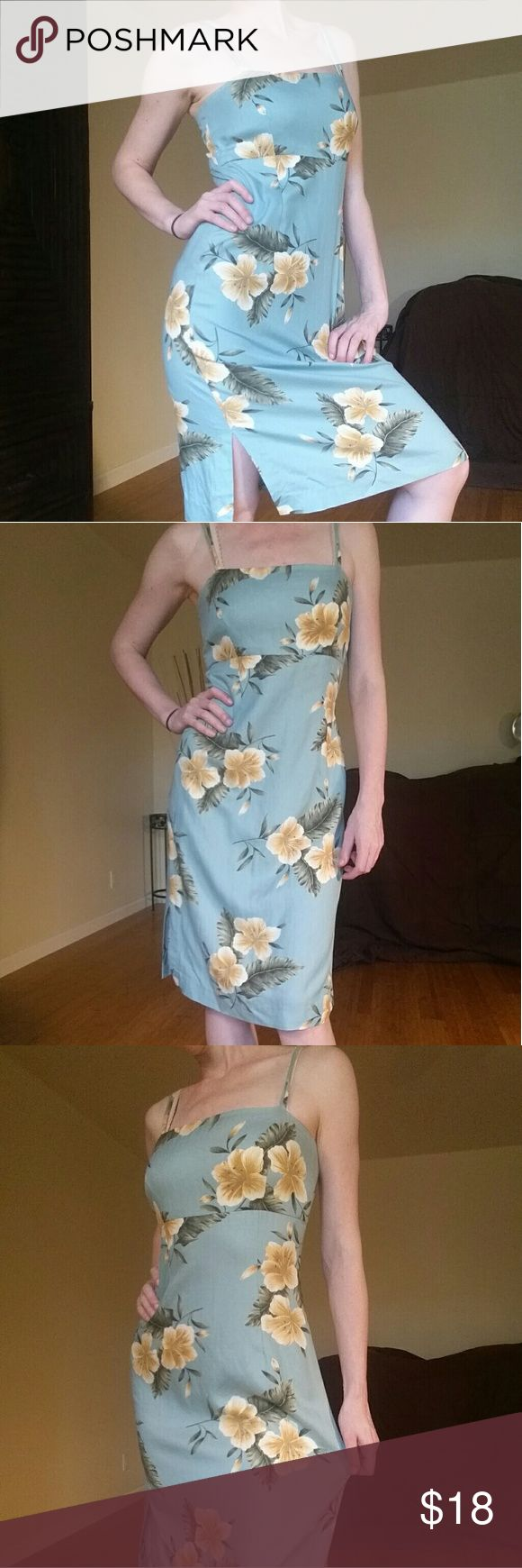 Hawaiian Print Dress Beautiful blue and yellow color palette reminiscent of Hawaiian beaches. Great fitted cut (hard to find with Hawaiian print pieces usually). Very comfortable. No signs of wear. Dresses Midi