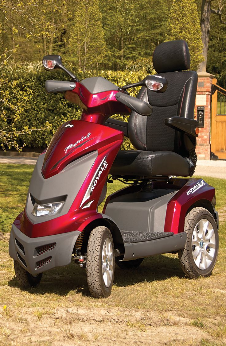 This striking mobility scooter is built for maximum performance. The Royale 4 is a high powered road scooter that possess a range of a whooping 31 miles!