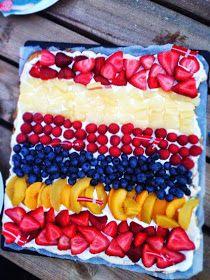 """Denne kage har min mor lavet mange gange, så jeg fik opskriften fra hendes lille kogebog. Nogle kalder den """"den store frugttærte"""" eller bare..."""