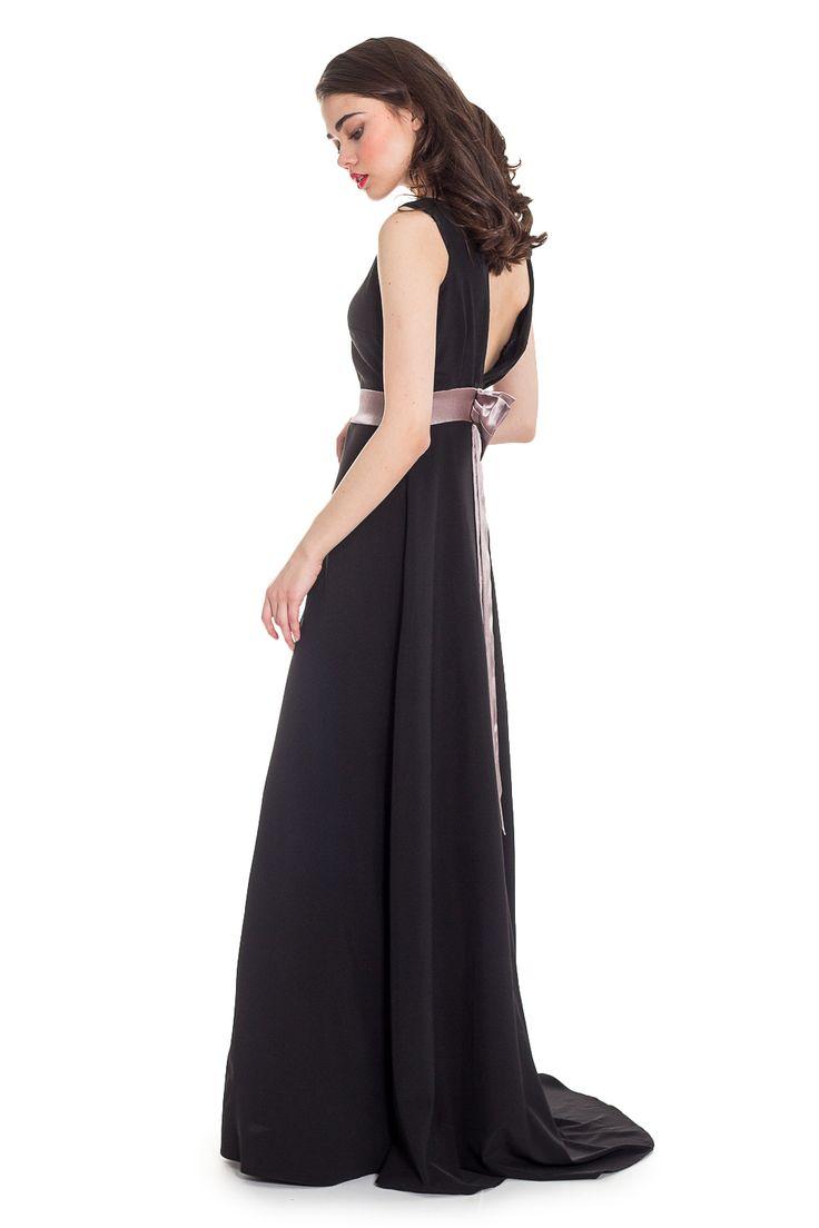 Макси-платье со шлейфом черного цвета. На талии пояс с бантом. Купить в интернет-магазине с доставкой и примеркой — http://fas.st/RirXY