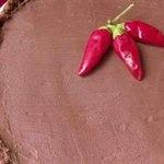 TORTA AL CIOCCOLATO CON PEPERONCINO!  http://www.kitchentoolitalia.com/Ricette/Article/141/Torta-al-cioccolato-con-peperoncino-e-succo-duva.aspx