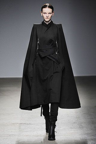 """Nicolas Andreas Taralis Fall/Winter Official uniform of the Shadow Lords. Everyone suit up. Vilma is good with that It could be """"Babylon Psi-Corps dress uniform… Also, """"The Shadow Lord"""" is a title I like. > Kimono inspired coat (sleeves and lapels Style Noir, Mode Style, Dark Fashion, High Fashion, Womens Fashion, Ghost Fashion, Modern Fashion, Street Fashion, Runway Fashion"""