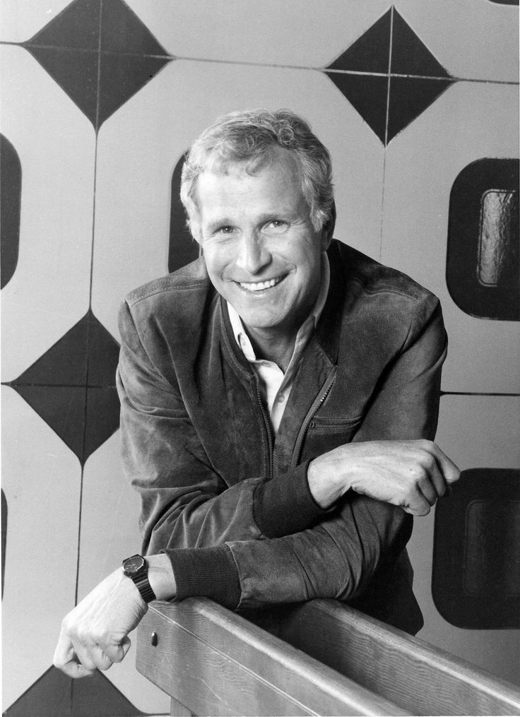 'MASH' star Wayne Rogers dies at 82