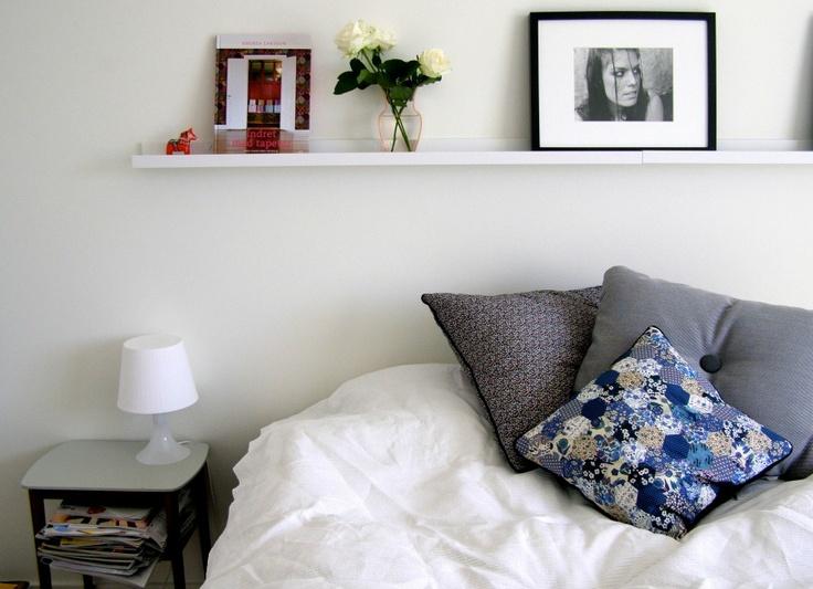 Fru Schou: Mi Casa: Beds Rooms, Shelf Above Beds, Bedroom Shelves, Interiors, Bedrooms Inspiration, Bedrooms Shelves