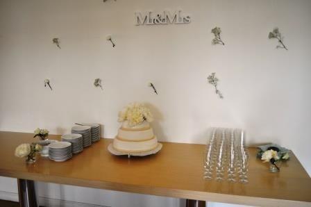 De bruidstaart van H&B, prachtige bruiloft in Huis de Werve op 20 juni 2015.