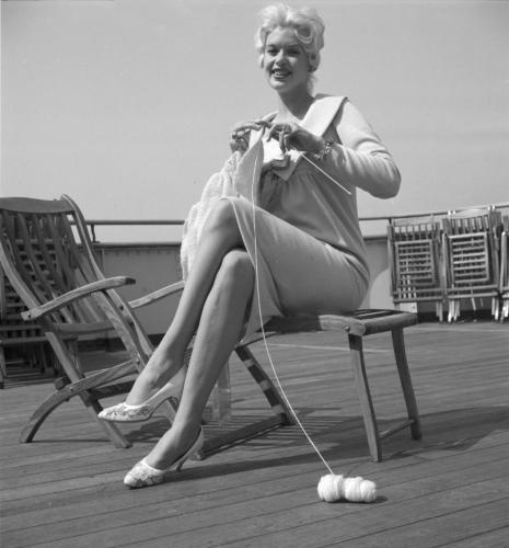 Jayne Mansfield knitting during a boat trip to Europe (1958)