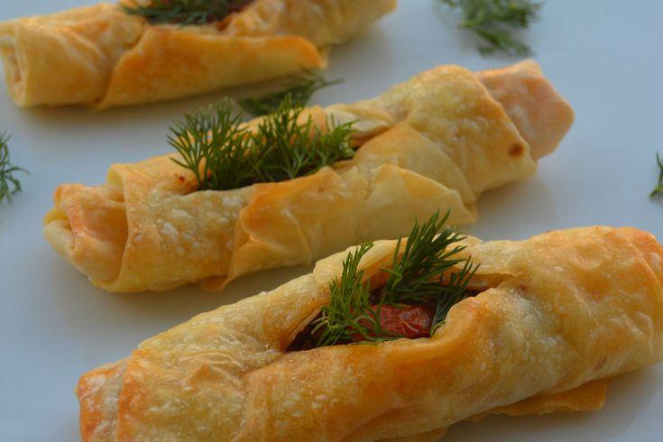 Yemekyolculuğu'ndan Kıymalı Karnıyarık Börek - Yemek.com
