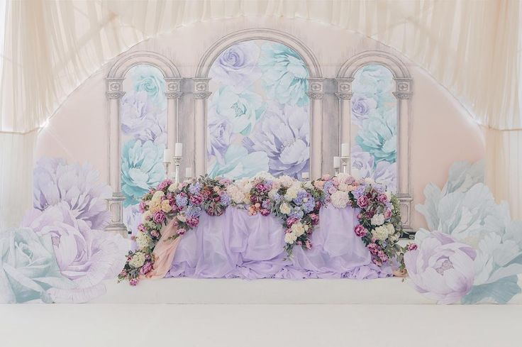 На свадьбе Екатерины и Романа цветы были повсюду. Романтика парила в воздухе, проникая в сердца гостей.…