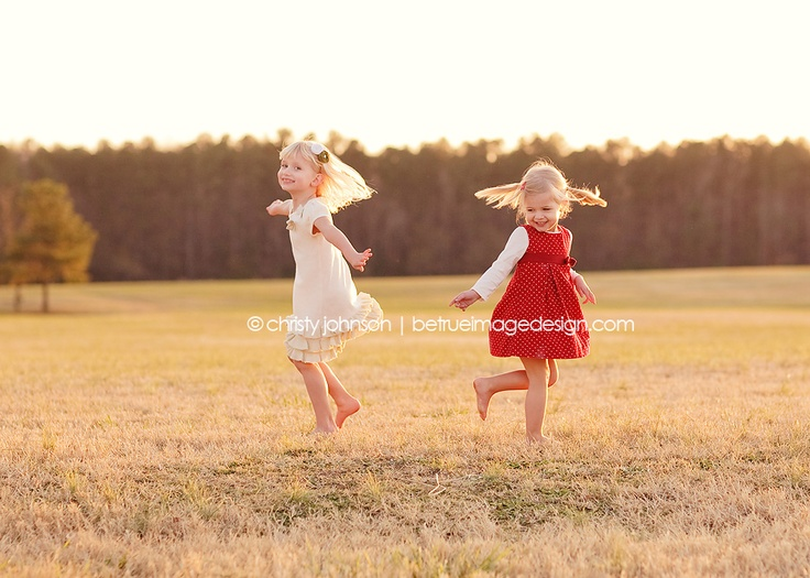 Inspiring Image of the Week by Be True Image Design on LearnShootInspire.com: Photo Ideas, Sister Pic, Little Sisters Photoshoot, Family Photography, Photography Pictures, Image Design, Photography Inspiration
