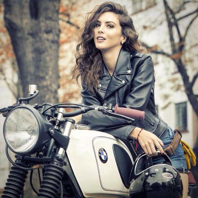 Позы для фото с мотоциклом