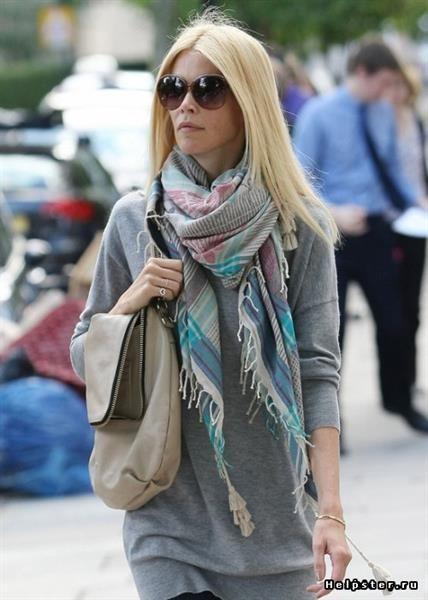 Как носить плотный шарф на пальто