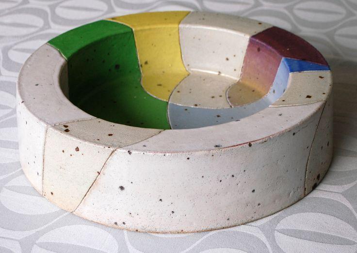 Bente Hansen, large bowl in stoneware, made at Bing & Gröndahl Denmark. W: 40. H: 10,5 cm.