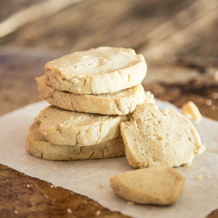 Nicht nur zur Teatime ein Genuss! Diese kohlenhydratarmen Limetten-Mandel-Kekse sind so gut, dass du sie am liebsten den ganzen Tag über genießen möchtest.