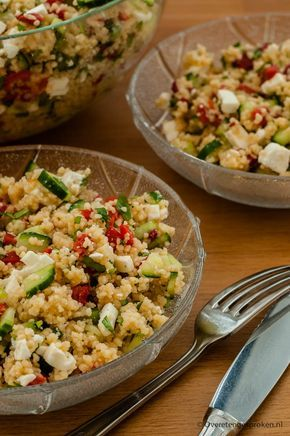 Couscous met feta - Zomerse salade met komkommer, geroosterde paprika, feta en verse koriander.