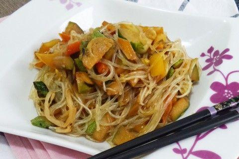 Noodles con verdurine croccanti e salsa di soia