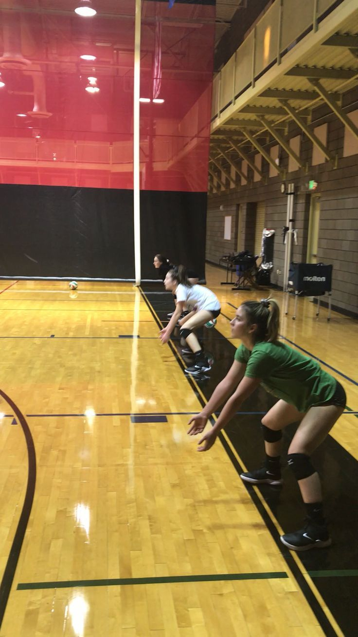 Volleyball Outfits In 2020 Volleyball Workouts Volleyball Outfits Volleyball Practice