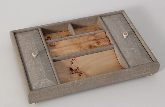 An elegant and unique valet tray combining classic design with a contemporary twist. A stylish gift / present for men and women. This chic valet tray is made in tan coloured faux linen with mappa burl trim.