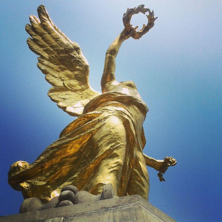Visita el mirador y el mausoleo donde yacen los restos de personajes históricos.
