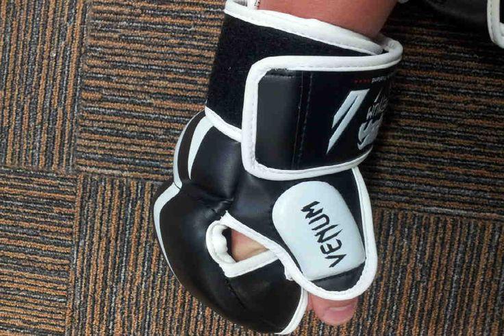 Leder du efter gode MMA handsker? Find dem her og et svar på størrelser og hvad slags du skal bruge som f.eks. begynder i kampsporten