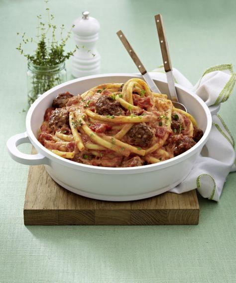 Unser beliebtes Rezept für Nudeln mit Hackbällchen und Ricotta-Tomatensoße und mehr als 55.000 weitere kostenlose Rezepte auf LECKER.de.