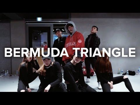 Junsun Yoo teaches choreography to BERMUDA TRIANGLE by ZICO ft. Crush, DEAN. Learn from instructors of 1MILLION Dance Studio on YouTube! 1MILLION Dance Studi...