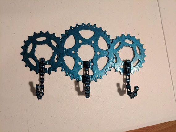 Pared ganchos de llavero hechos de piezas de la bicicleta