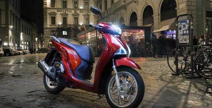 Honda SH150i vs Yamaha Nmax, Motor Matic Anti Mainstream