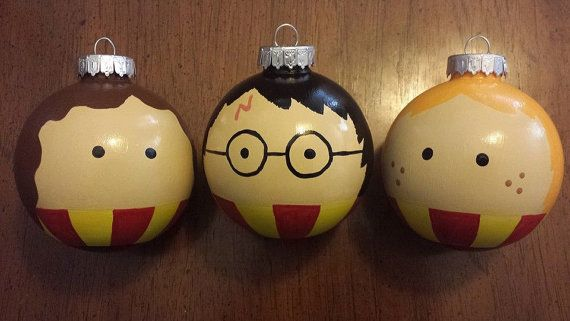 Invite the whole wizard crew to join your family this Christmas. These adorable Harry Potter, Ron and Hermione Ornaments is made with break-resistant plastic and hand-painted faces.