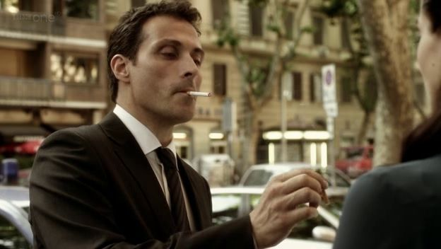 rufus sewell as Aurelio Zen in the BBC series Zen. What's better than a sexy Italian detective? An English Italian detective - courtesy of the BBC. Thanks, Beeb, but I coulda used one more season to see if he moved outta his Mom's house...
